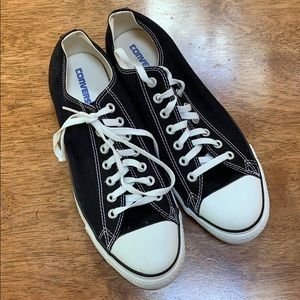 Converse black low tops. M 10.5, W 12.5.